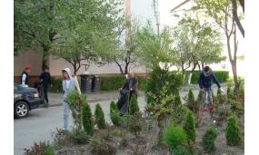 """Curatenia de primavara cu elevii Scolii Gimnaziale """"Alexandru Vlahuță"""" și ai Colegiului """"Edmond Nicolau"""" - 19 aprilie 2018"""