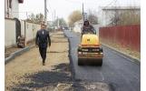 Și pe strada Cincinat Pavelescu a fost turnat primul strat de asfalt