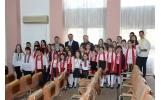 """Corul de copii """"Pastia"""" al Ateneului Popular au încântat consilierii locali cu cântece și colinde"""