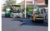 Covor asfaltic nou pe strada Cernei